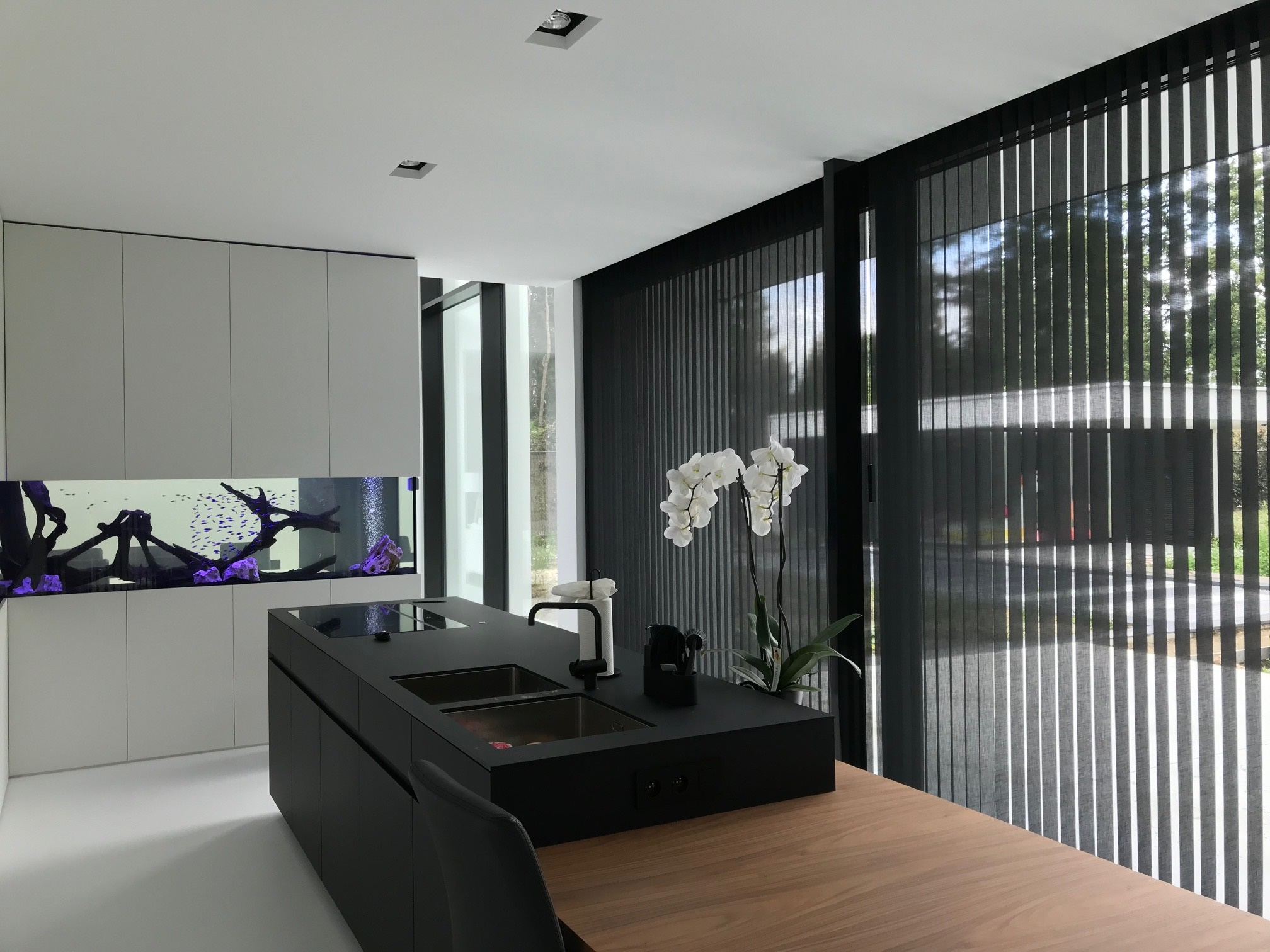zwarte transparante verticale textiellamellen